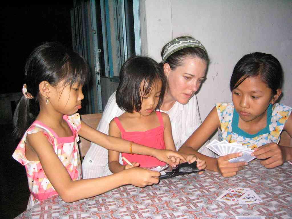 Viet-homestay cards N+3 girls_112506_IMG_0230