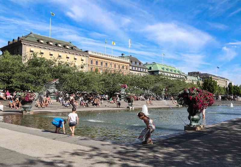 Kids and other Stockholmians out for a sunny day at Kungstradgarden.