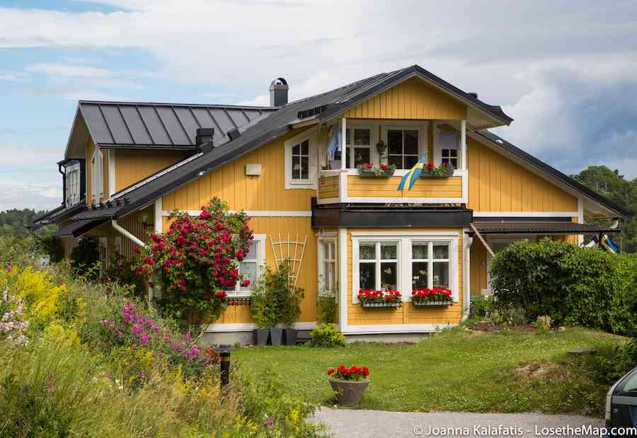 Or yellow. Yellow Scandinavian cottage works for me too, in case any Swedish friends have this sitting around.