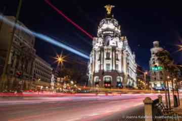 Metropolis Building Madrid at night