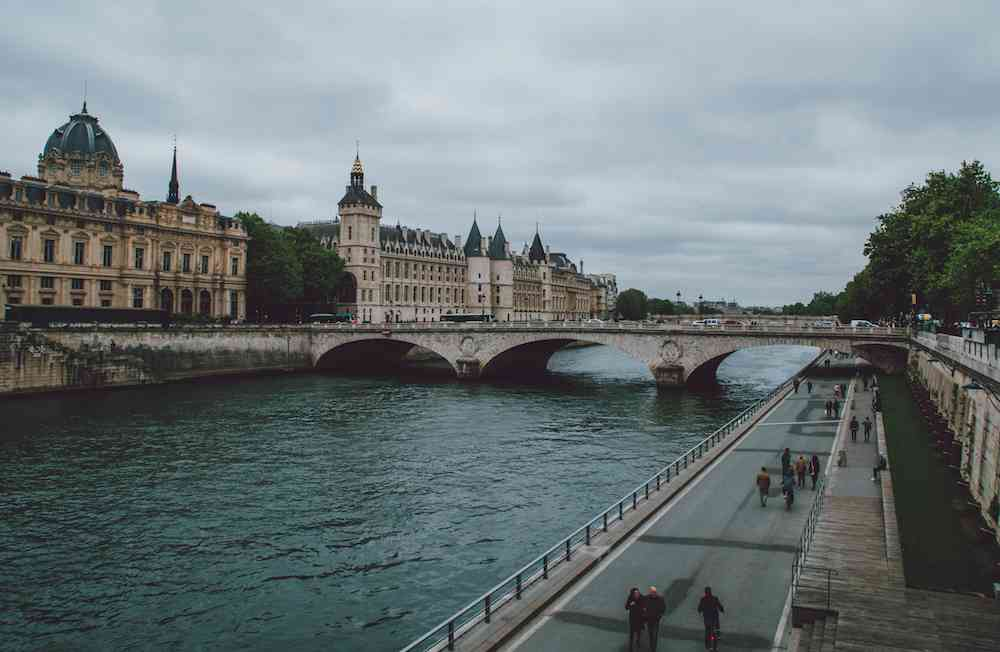 Walks along the Seine