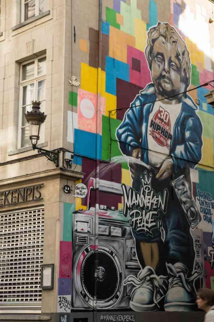 Manneken Pis street art