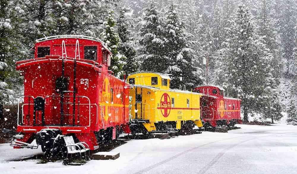 Unique California Airbnbs - train carriage